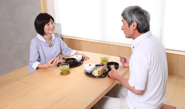 年を取るにつれて変わる食生活が筋肉を減らしている